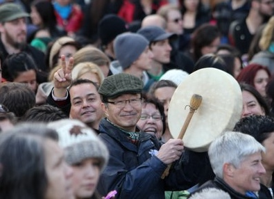 Bill Chu on the annual Women's Memorial March for Missing and Murdered Women i 2012, with former National Chief Shawn Atleo (left) and Regional Chief Jody Wilson-Raybould (right).