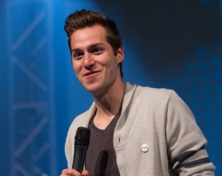 Simon Gau and Broadway Church Band will be at Coastal's Regen August 19.
