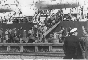 ennonites boarding a ship in Bremerhaven, 16 May 1948. Image courtesy of the Centre for Mennonite Brethren Studies, Winnipeg: CA CMBS NP141-01-1.