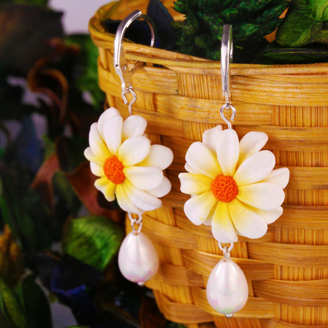 White Daisy Flower & Pearl Drops
