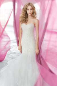 blush-hayley-paige-bridal-lace-fit-to-flare-strapless-sweetheart-elongated-tiered-tulle-horsehair-trim-1603_x3