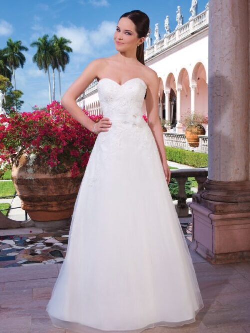 Tulle A-line dress with a sweetheart neckline