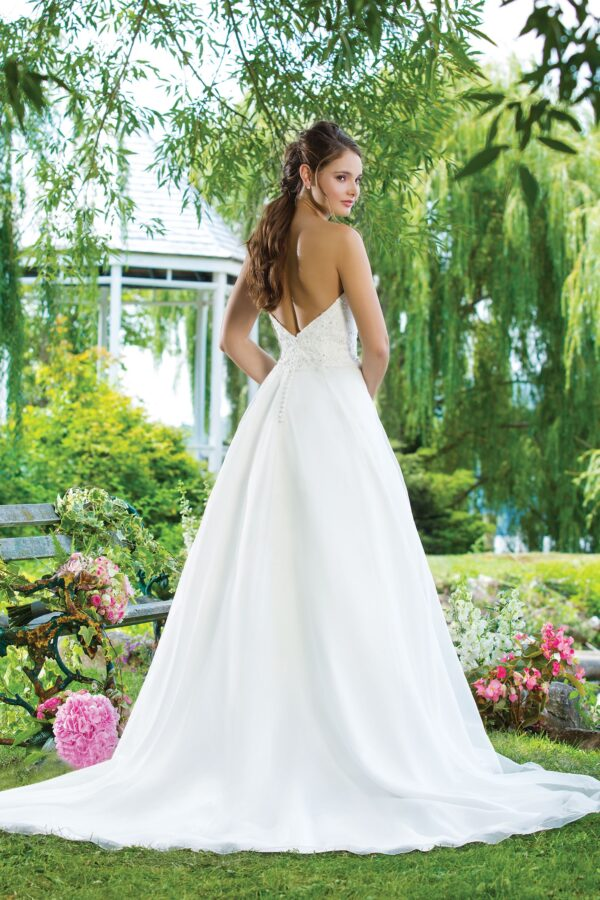 Beaded emboridery, Organza A-line emphasized by a sweetheart neckline.