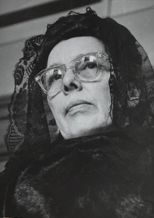 Le procès le plus sensationnel de l'année celui de Marie Besnard s'est ouvert cet après midi aux assises de la Vienne à Poitiers. Une attitude Marie Besnard pendant l'audience cet après midi.