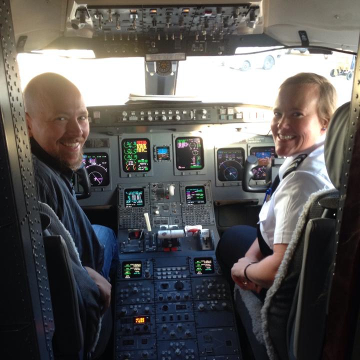 A male and female pilot smiling.