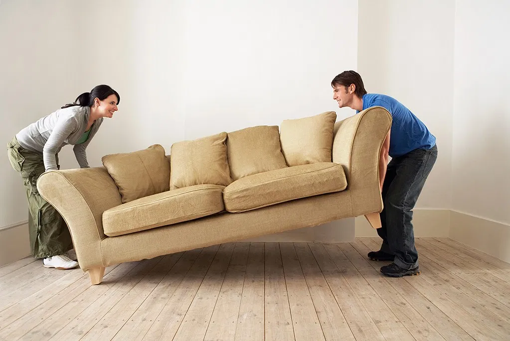 couple-moving-couch