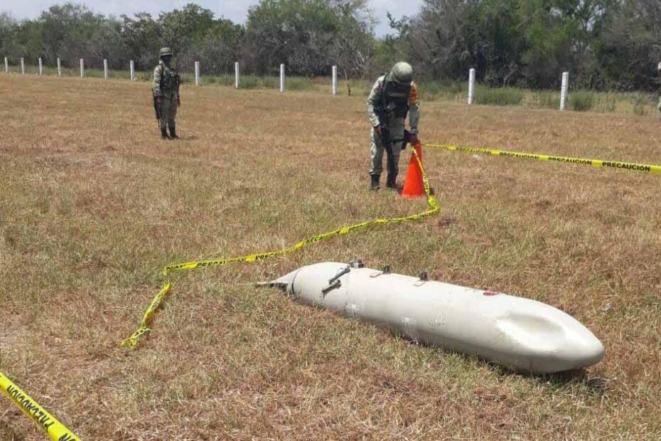 Un ave impacta contra avión de la SEMAR y le desprende tanque de combustible