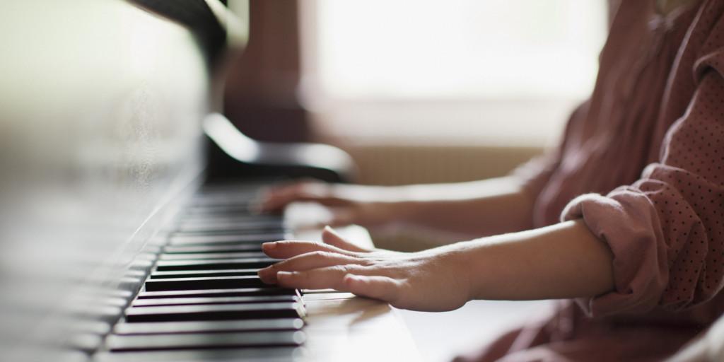 CHILD-PIANO-
