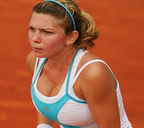 Simona-Halep-at-Wimbledon-988732
