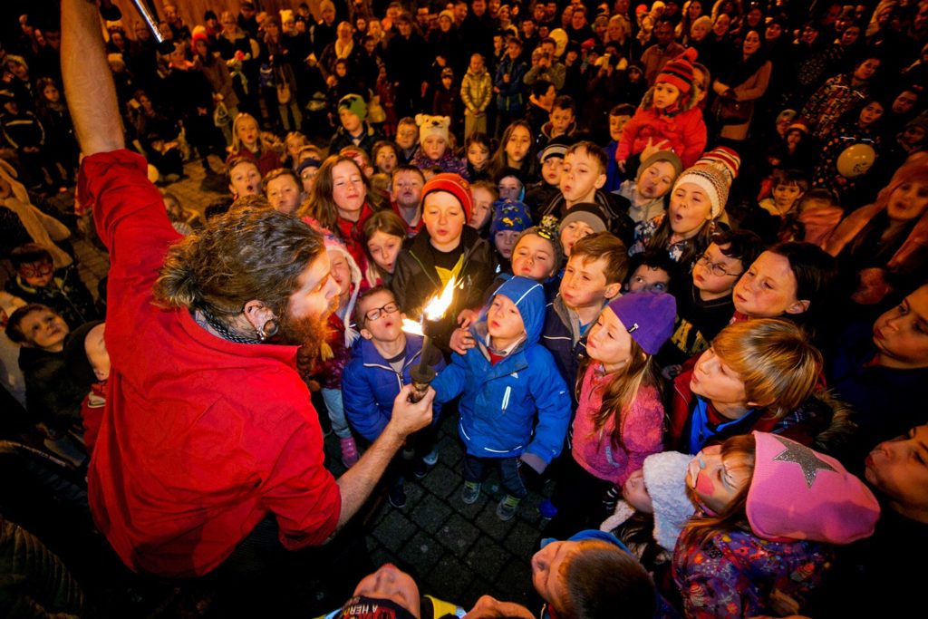 Logy of Logy on Fire Show entertaining the crowds at The Templegate Plaza in Ennis Co Clare during street entertainment to launch Clare - County of Culture 2016.Pic Arthur Ellis.