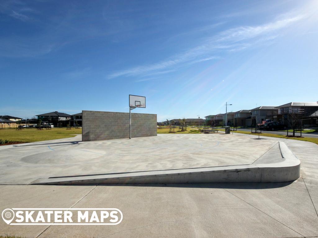 Green Garden Basketball Court