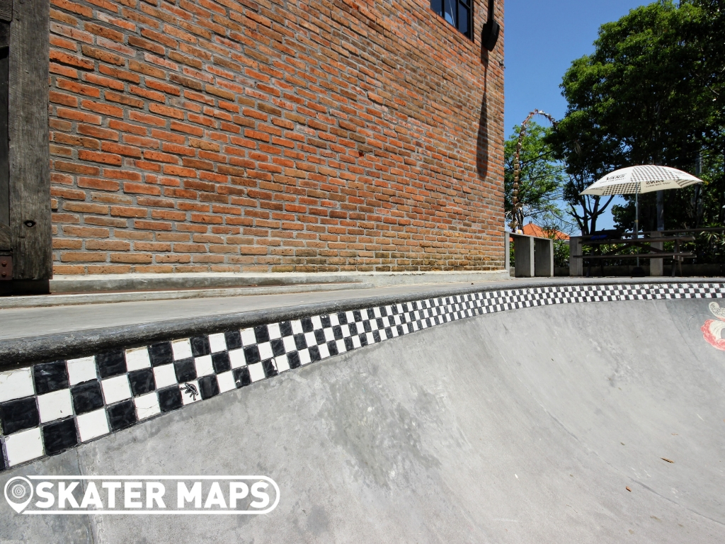 Konkrete Store, Bar & Cafe Skateboard Bowl