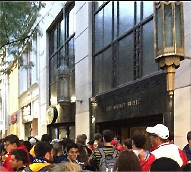 Pope's crowds in front of 1528 Walnut Street