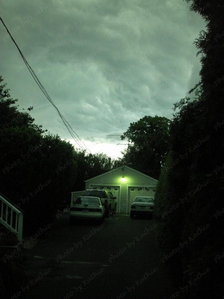 Dark sky at 6:20PM, 6/26/2009 - Very ominous.