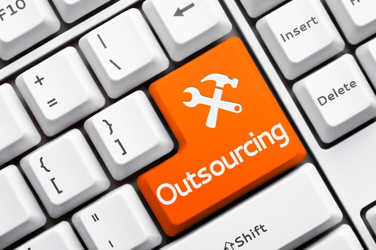 TOP 5 BENEFITS OF OUTSOURCED IT