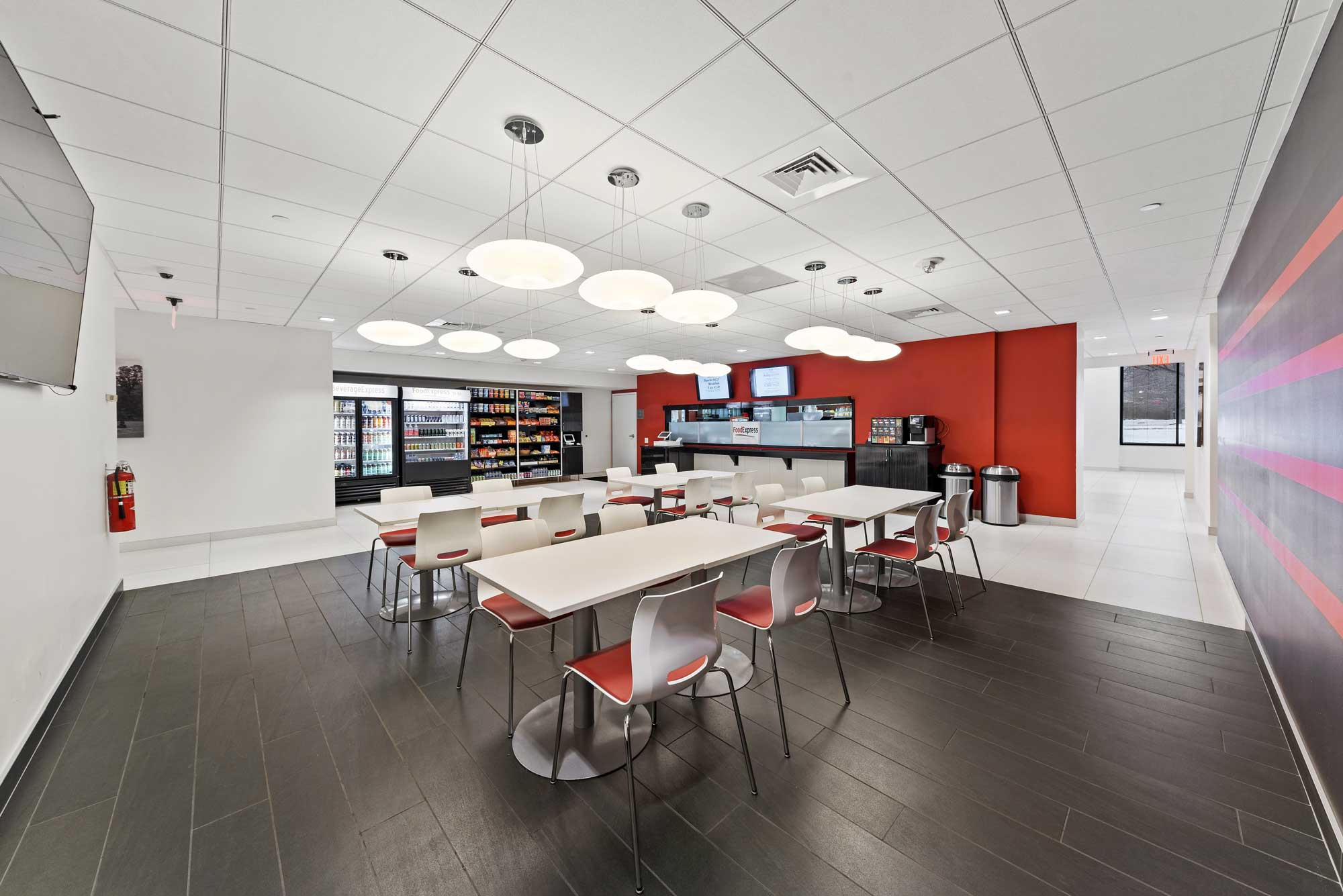 On-Site Dining at Office Base in Schaumburg, IL