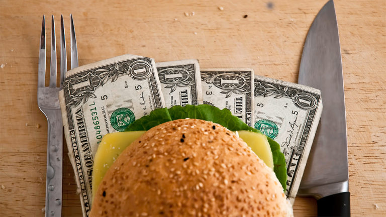 How to Save Money On Food in College