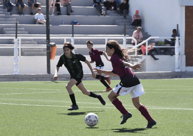 Retorna el fútbol femenino en la región