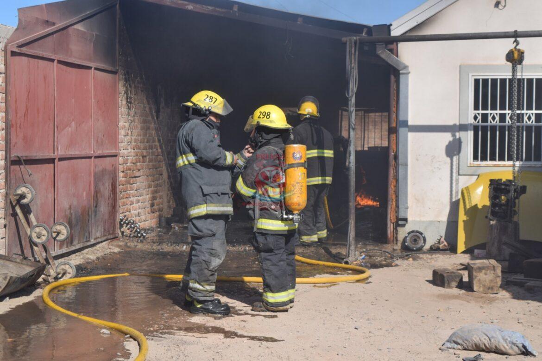Incendio en una vivienda dejó a un hombre hospitalizado