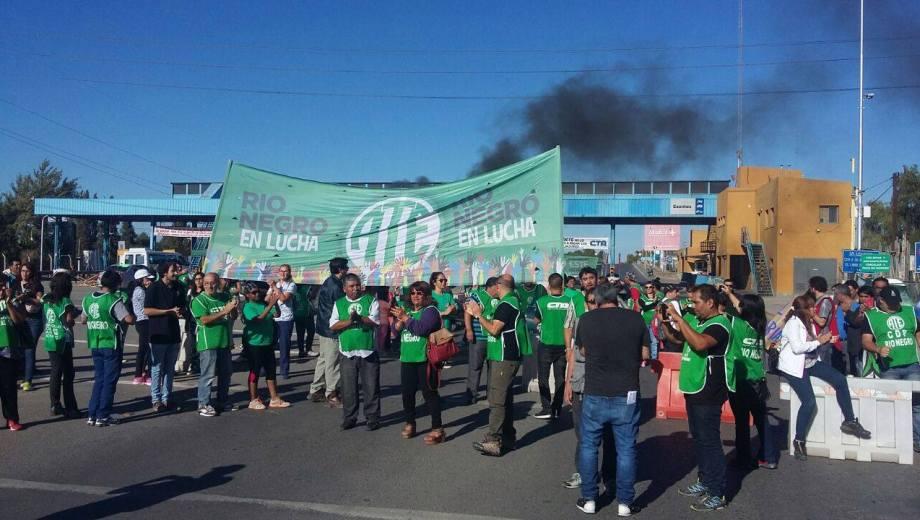 ATE definió un bloqueo total en los puentes Cipolletti – Neuquén