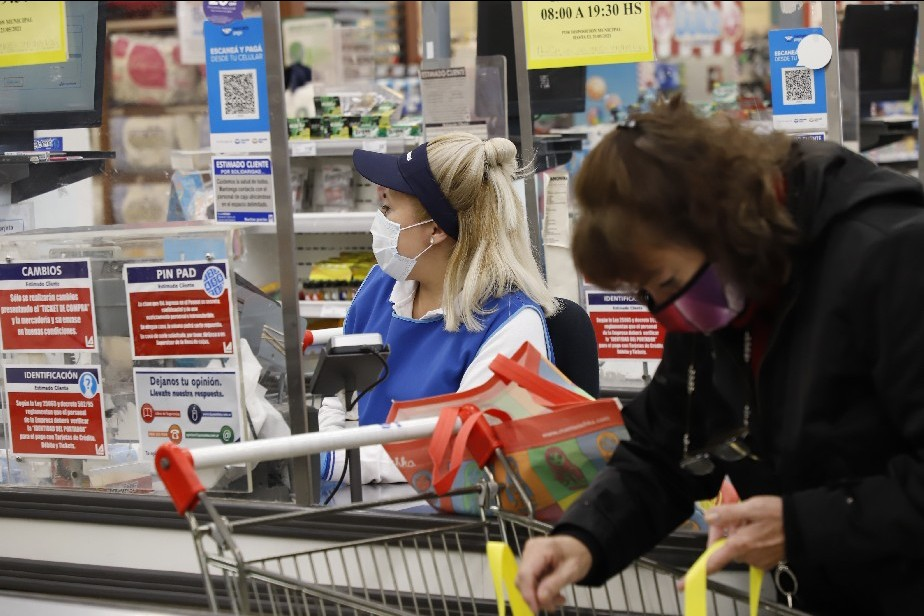 En los supermercados solo podrán vender productos esenciales
