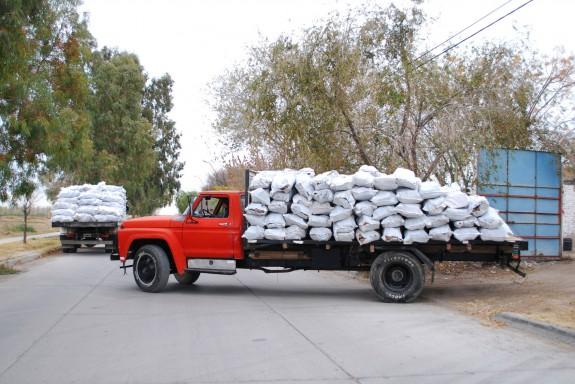 Hoy comienza la entrega de leña y garrafas en los barrios