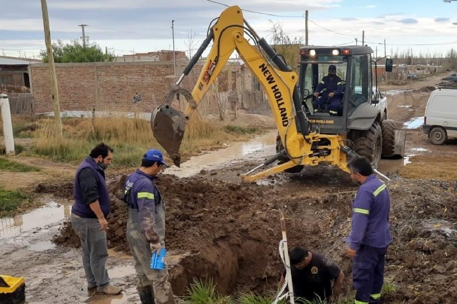 Aguas Rionegrinas realiza reparaciones en Chacramonte
