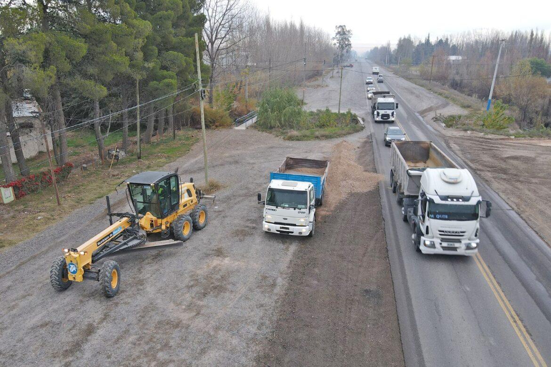 Se repararon banquinas de la Ruta Nacional 22