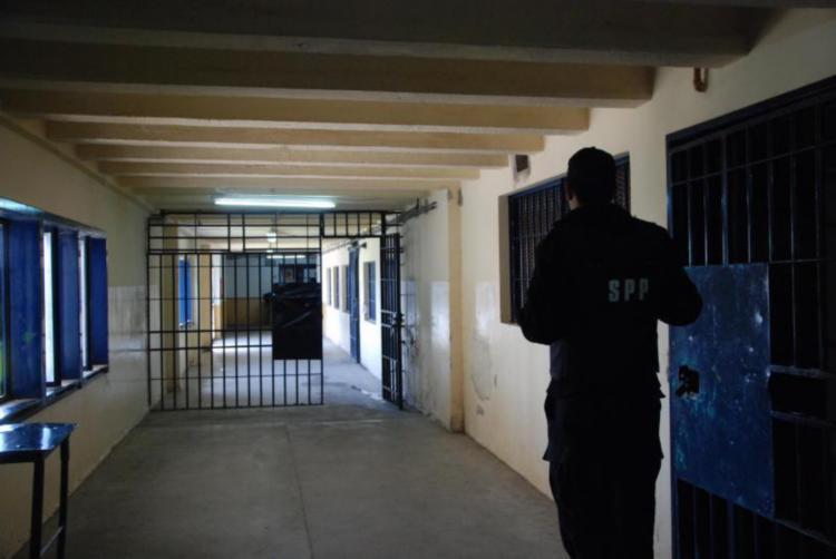 Hallaron material explosivo en el Penal de Roca
