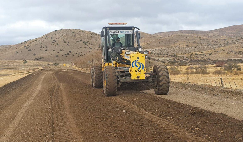 Trabajan en el mantenimiento de las rutas en la región sur