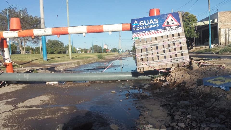 Aguas Rionegrinas se encuentra reparando la pérdida cloacal en Los Olmos