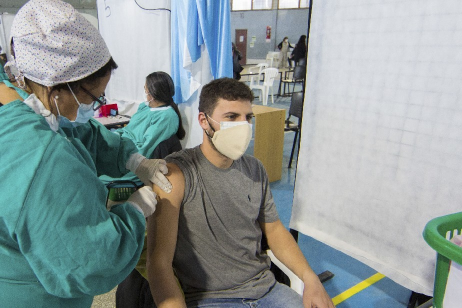 Hoy comienza el operativo de combinación de vacunas en Río Negro