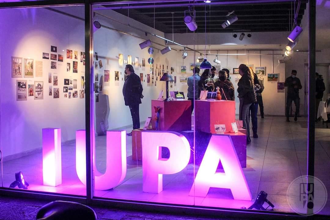 Muestra de los talleres artísticos UPAMI, realizados por adultos mayores