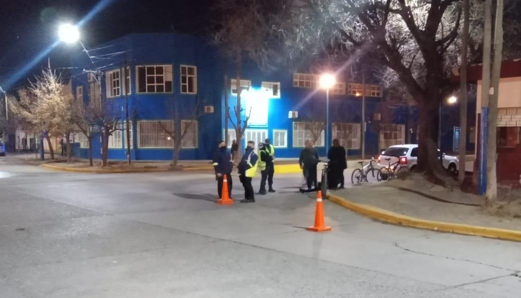 San Juan y Gelonch: un auto se llevó puesta una bici