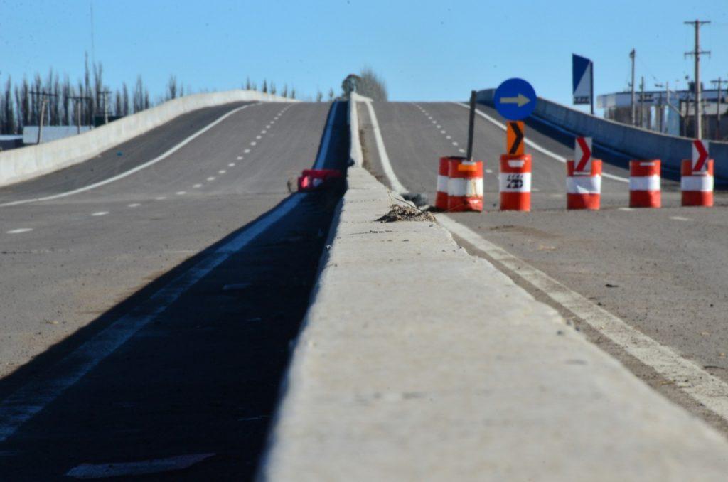 Desvío temporal en el puente de la autopista de ruta N°22 en el acceso a Godoy