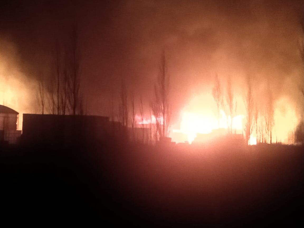 AHORA: Incendio en un frigorífico sobre Ruta 22 a la altura de Guerrico