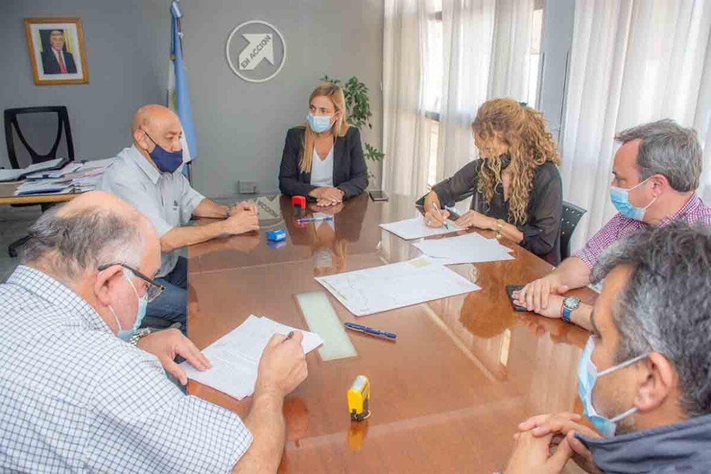 Firmaron el contrato de concesión del servicio de transporte urbano