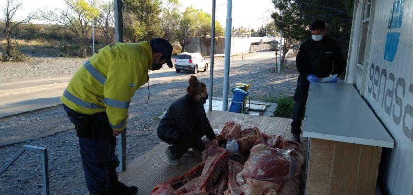 Evadió una orden de detenerse, lo persiguieron y le decomisaron 400 kilos de carne
