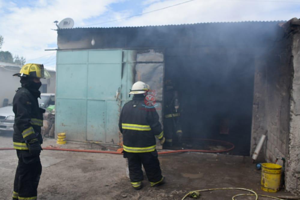 Se incendió un taller mecánico en Barrio Nuevo