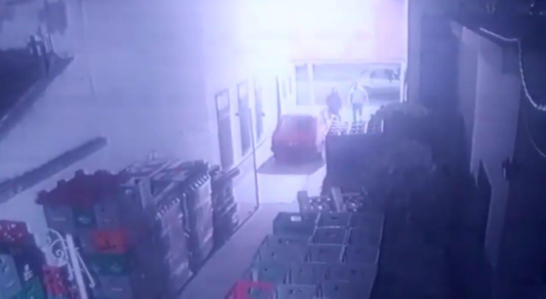 VIDEO: Intentó robarle la cartera y terminó en el Hospital