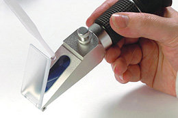 Refractometers With ATC