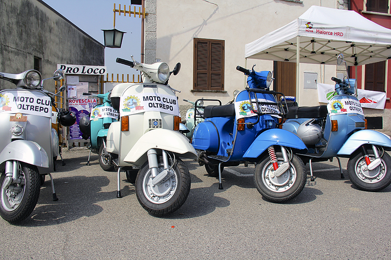 Of course, what Italian festival is complete with a collection of Vespa's?!