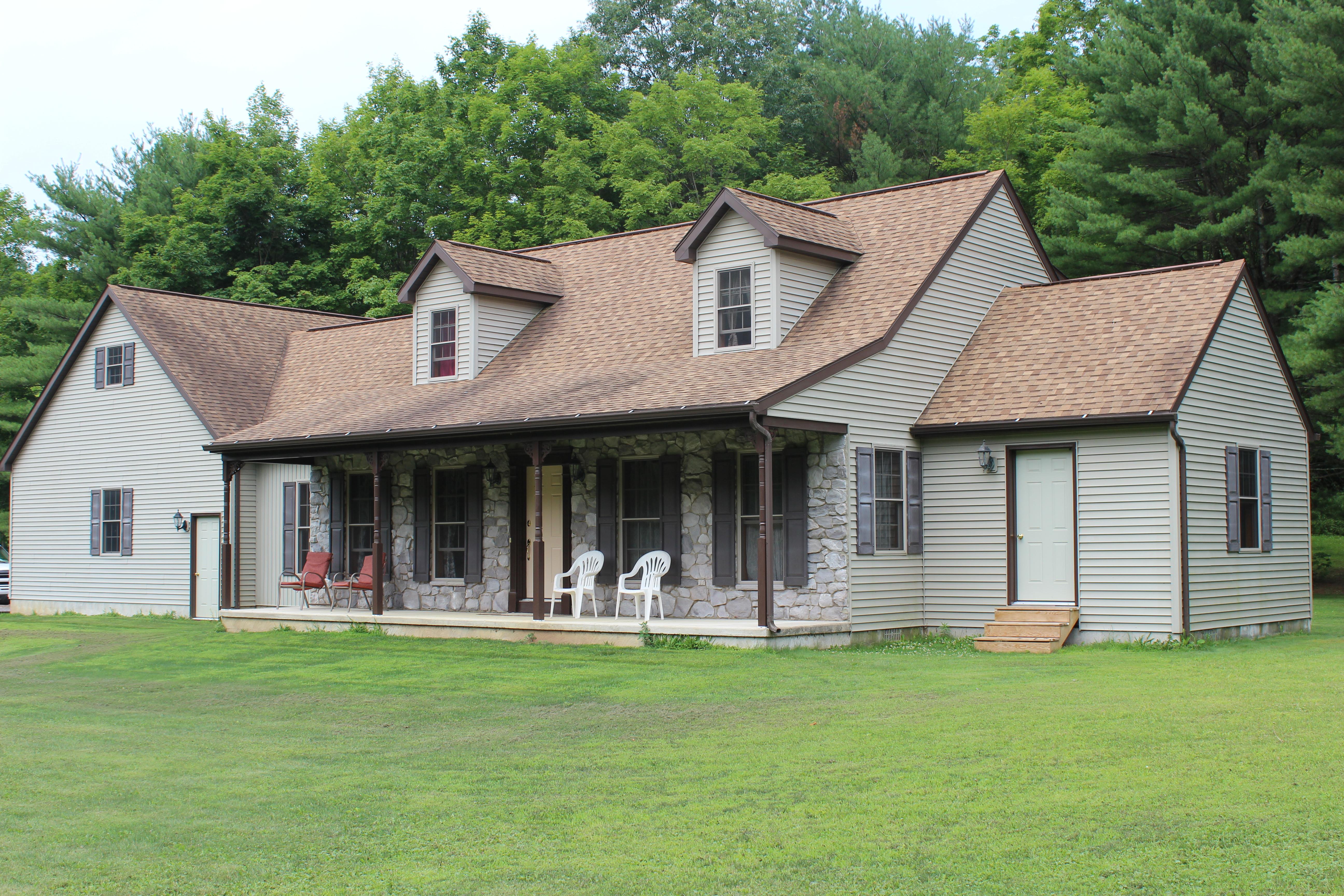 14+/- Acres, Home & Pole Building