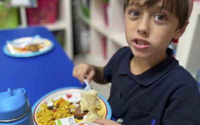 Hier sind einige Eindrücke von unserem jährlichen Thanksgiving Festmahl. Es gibt so viel, für das wir dankbar sein können!