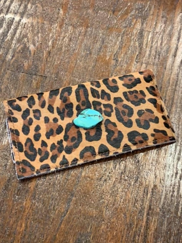 Leopard-wallet-with-turquoise-stone