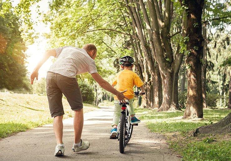 dad coaching bicycle