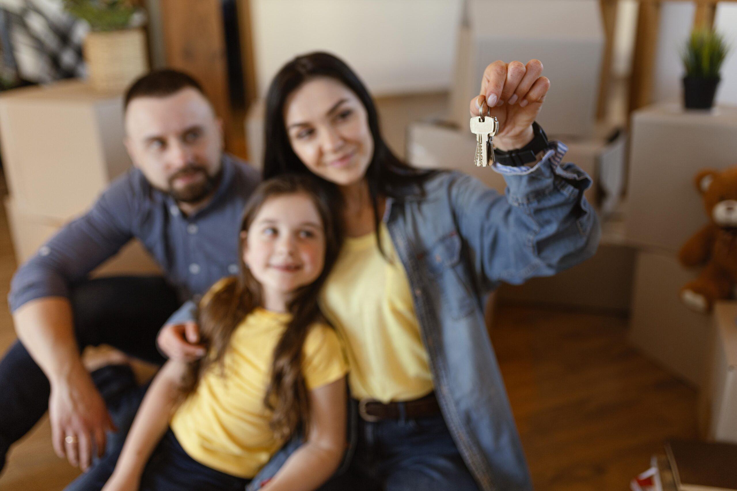 medium-shot-woman-holding-keys