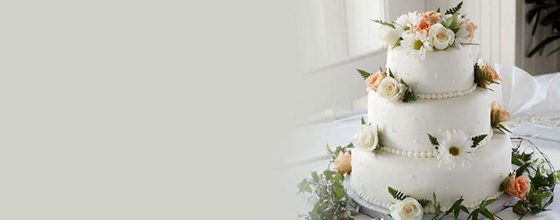 edible flowers on cake