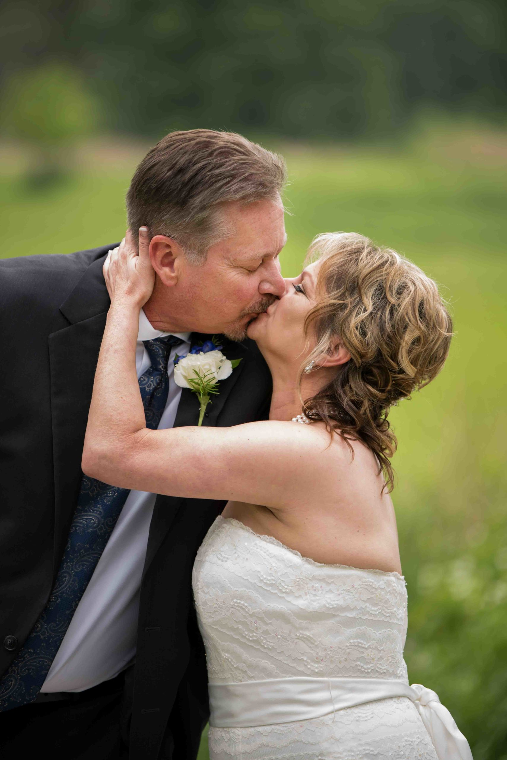 Kiss - Riverboat Wedding, Saint Paul, Magnolia Blossom