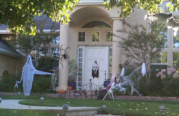 Westhill ghosties1 - Halloween in Surmont, Belgatos and Belwood of Los Gatos